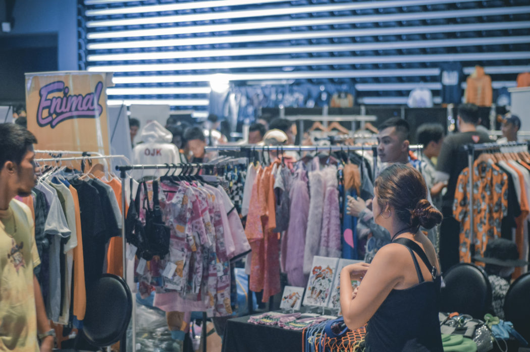 canva-photo-of-people-shopping