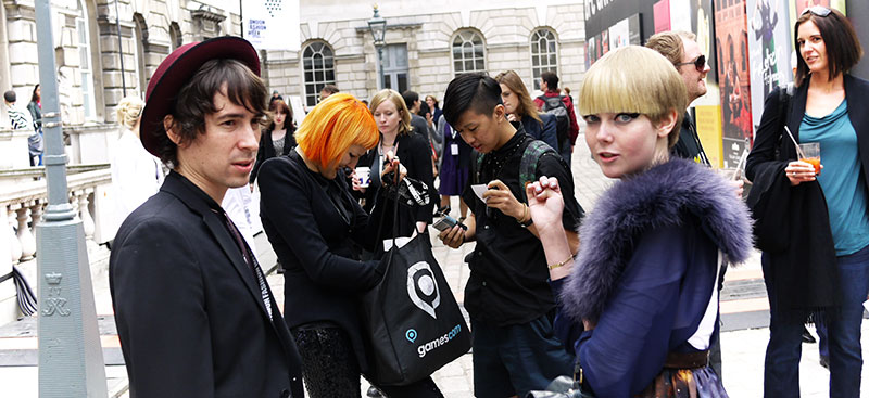 london-fashion-week-crowd